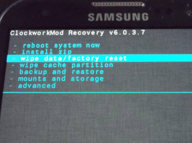 [Guide] [Supplemental] How to flash in Custom Recovery (Clockwork Mod)-factoryreset-640x476-.jpg