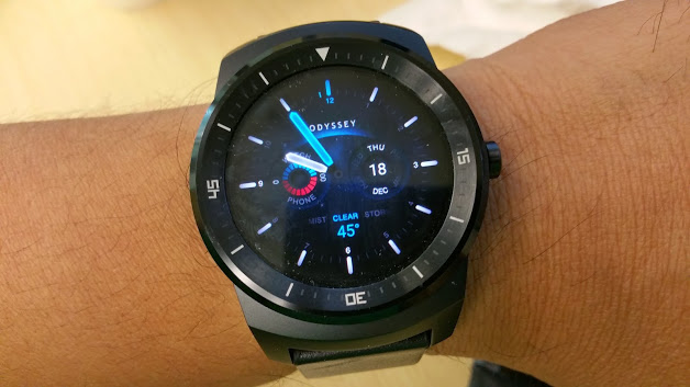 Santa Phil Day 4: Win a (as in 1) ASUS ZenWatch-lg-g-watch-r.jpg