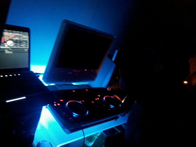 Weekly photo contest -- rocking out!-img-20120711-wa0001.jpg