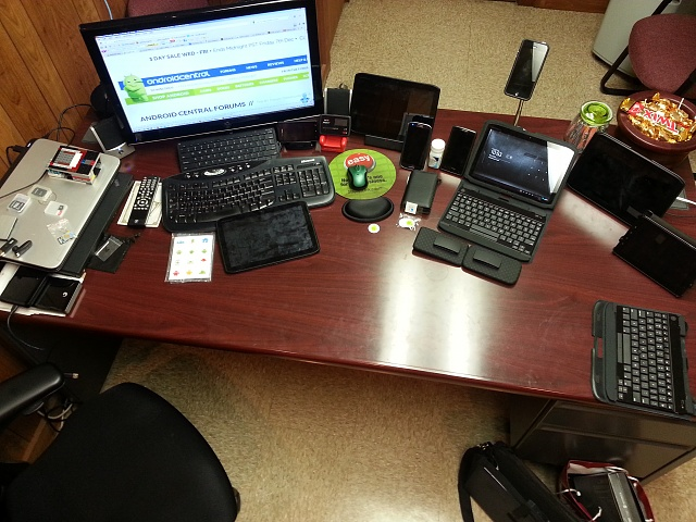 Weekly photo contest: At work-droiddesk.jpg
