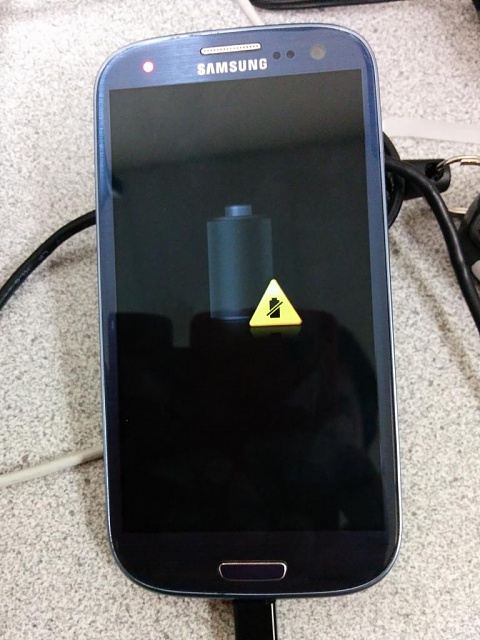 New Battery, Grey With Yellow Triangle.-img_20140814_084546_zps323e4453.jpg