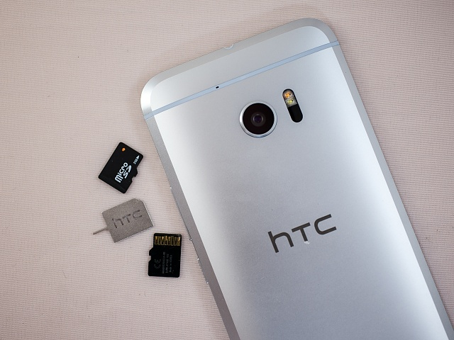 Does the HTC 10 camera have dual flash?-htc-10-microsd-1.jpg