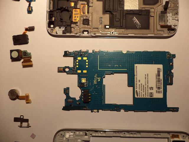 S4 mini screen turns all cyan after brief seconds of working fine (previous wet damage)-dsc02074.jpg