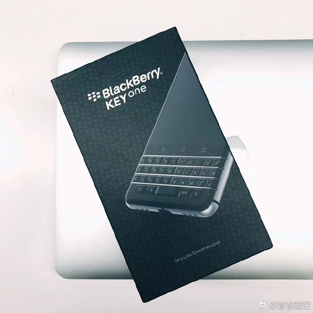 Official Retail Box For KEYone??-6caff1begy1fdgr2pwquyj2140140dk7.jpg