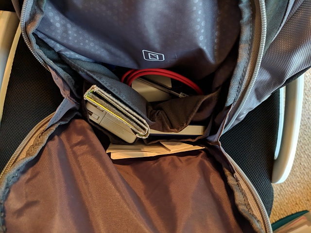 Speck Candlepin Backpack: You Get What You Pay For-secondary-pocket.jpg