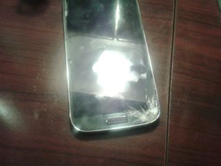 Can I get some help with a Galaxy S4 screen repair gone bad?-cracked-screen.jpg
