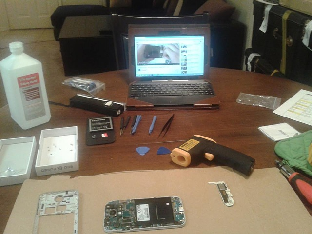 Can I get some help with a Galaxy S4 screen repair gone bad?-watching-video.jpg