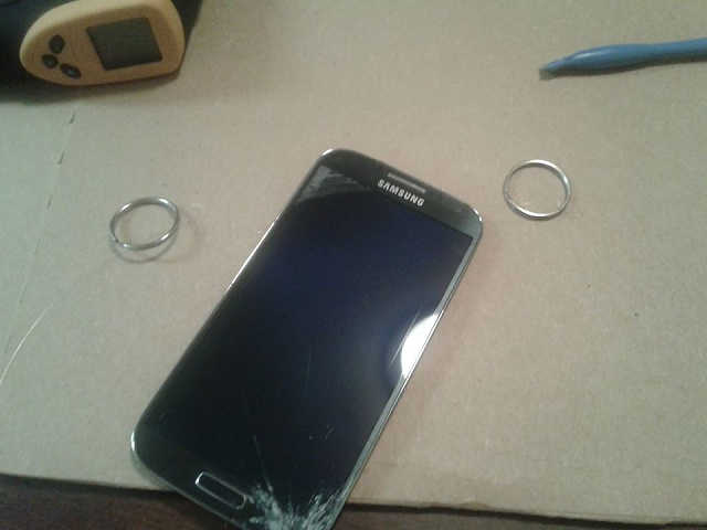 Can I get some help with a Galaxy S4 screen repair gone bad?-wire-method-start.jpg