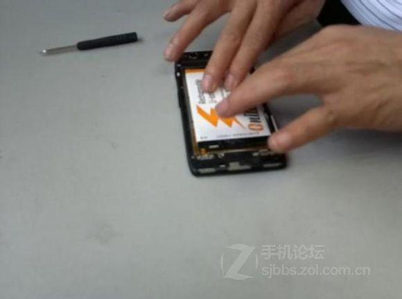 The way to replace battery of XT910-7.jpg