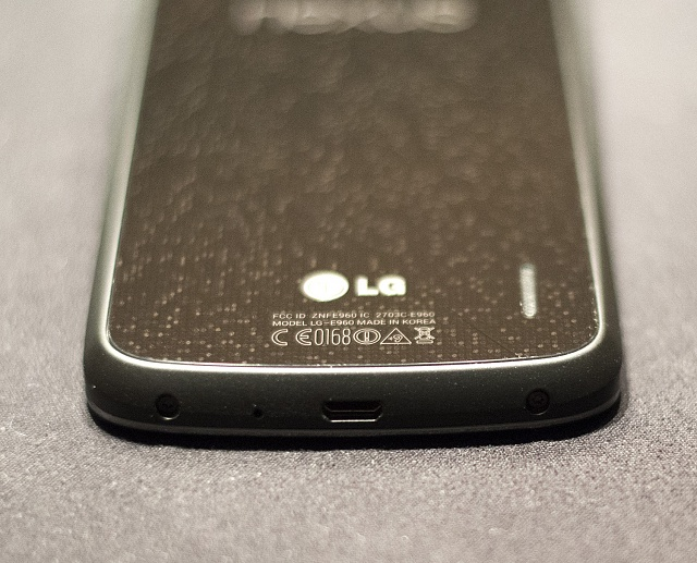LG Nexus 4 Experiencing Cracking Problems Due to Glass Backing-ds8_1929.jpg