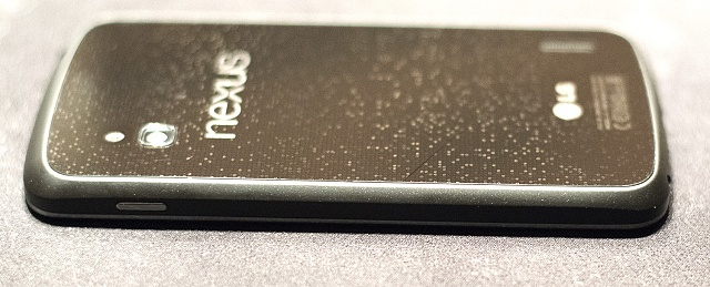 LG Nexus 4 Experiencing Cracking Problems Due to Glass Backing-ds8_1931.jpg