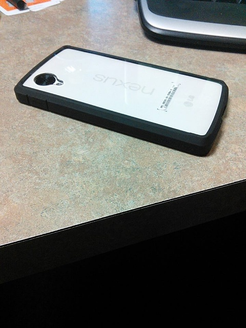 This is how the Spigen Ultra Hybrid looks on the White Nexus 5-1454567_10202473835669175_30234634_n.jpg
