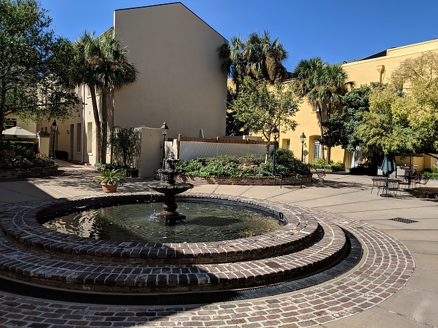 Google Pixel 2 Camera Shots! Show Us Your Pictures-courtyard-pxl2.jpg