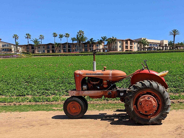 Google Pixel 2 Camera Shots! Show Us Your Pictures-tractor2.jpg