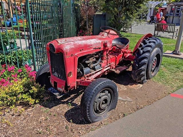 Google Pixel 2 Camera Shots! Show Us Your Pictures-tractor.jpg