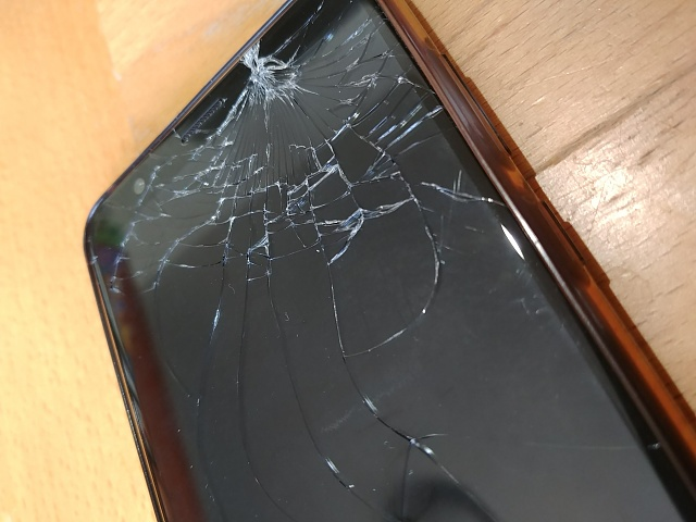 Cracked screen 7x - fix it or no?-cracked-honor-7x.jpg