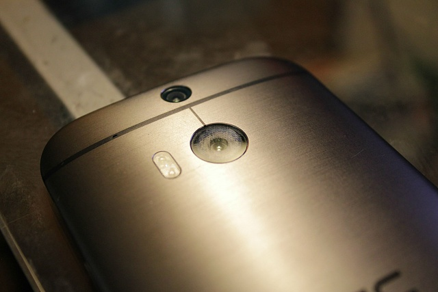 HTC One (M8): Camera Lens Issue-whomk7l.jpg