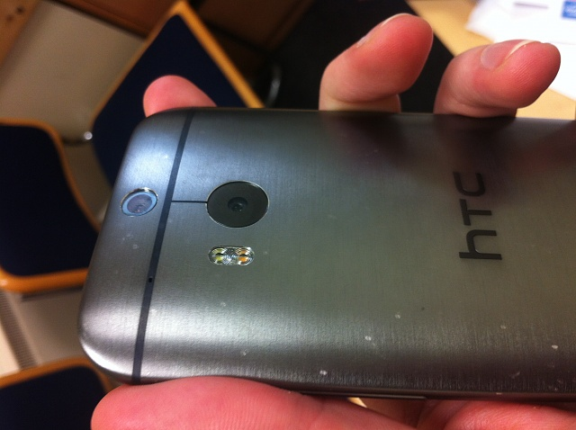 HTC One (M8): Is that brushed back a scratch magnet?-photo-2.jpg