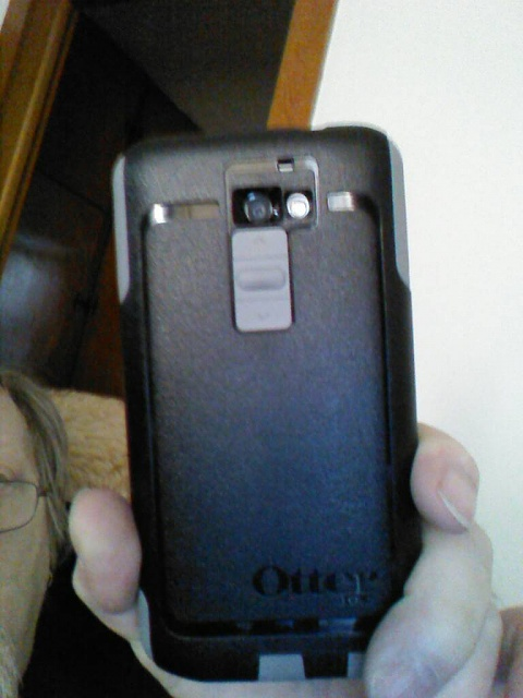 Pic of back of Verizon LG G2 with Otterbox Commuter case on-1394372688396.jpg