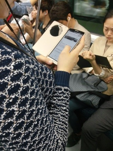 LG G3 Caught in the Wild with Smart Cover!-image2.jpg