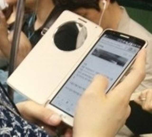 LG G3 Caught in the Wild with Smart Cover!-lg-g3-2.jpg