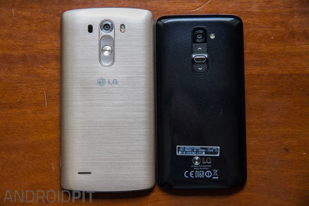 LG G3: How am I supposed to hold this thing?-lg-g3-hands-comparison-g2-back.jpg
