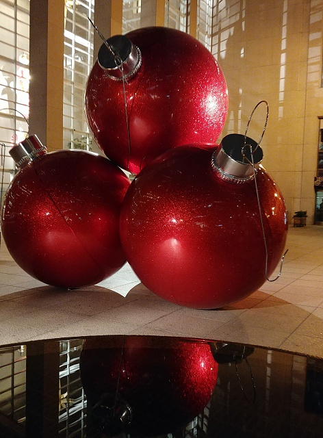 Show off your pictures taken with your V30!-xmas-balls.jpg