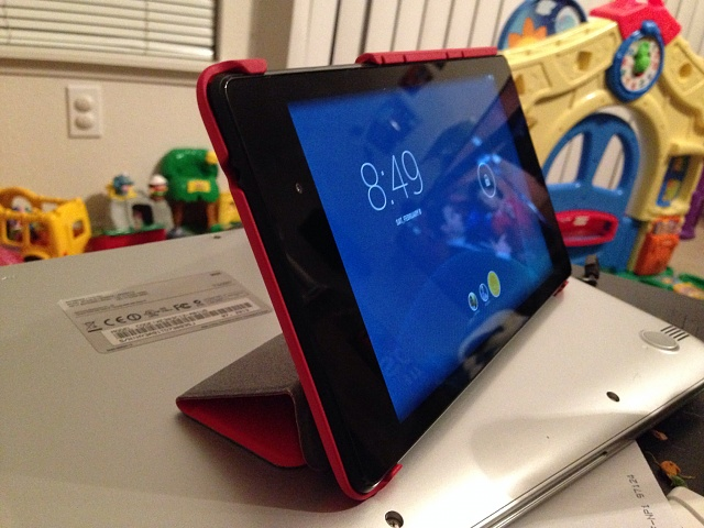 Nexus 7 (2013) 32 GB and case-nexus5.jpg