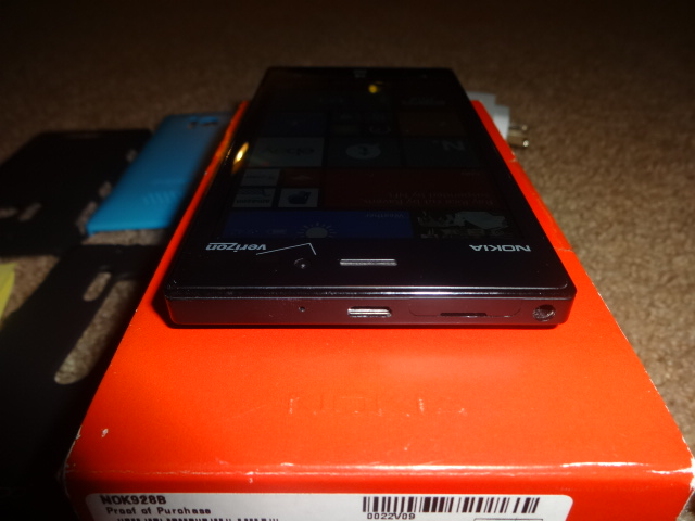 Verizon black nokia 928 with nokia wireless charging pad and cases-dsc01152.jpg