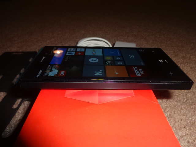Verizon black nokia 928 with nokia wireless charging pad and cases-dsc01149.jpg