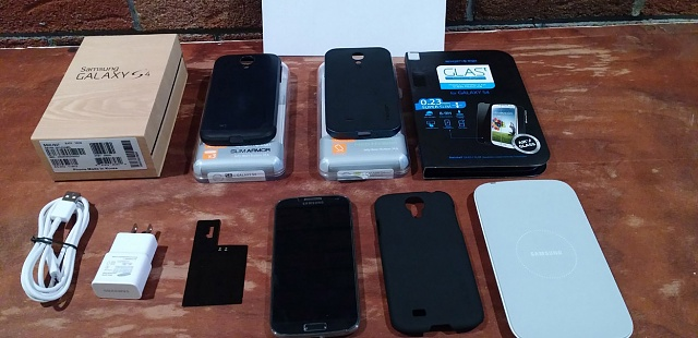 Samsung Galaxy S4 16GB AT&T Version.  Mint Condition with Many EXTRAS!!!-sg4bundle.jpg