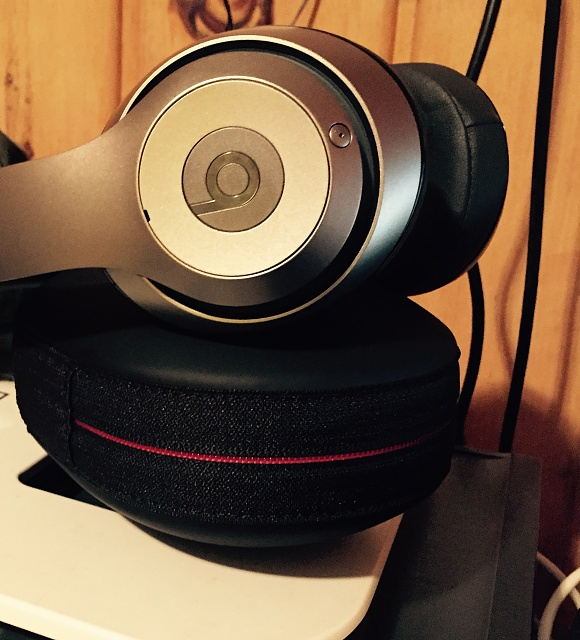 Authentic Beats by Dre Wireless Studio Over The Ear Headphones-img_0026.jpg