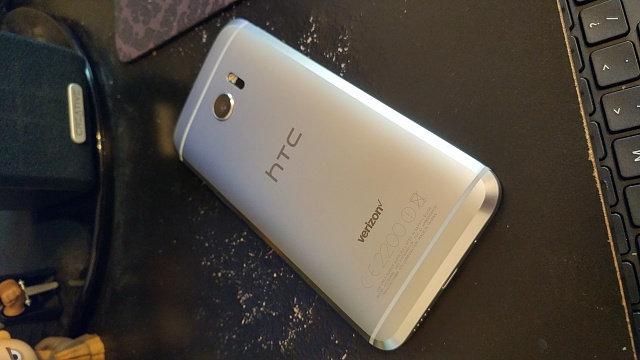 Verizon HTC 10-with extras-0623160911_hdr.jpg