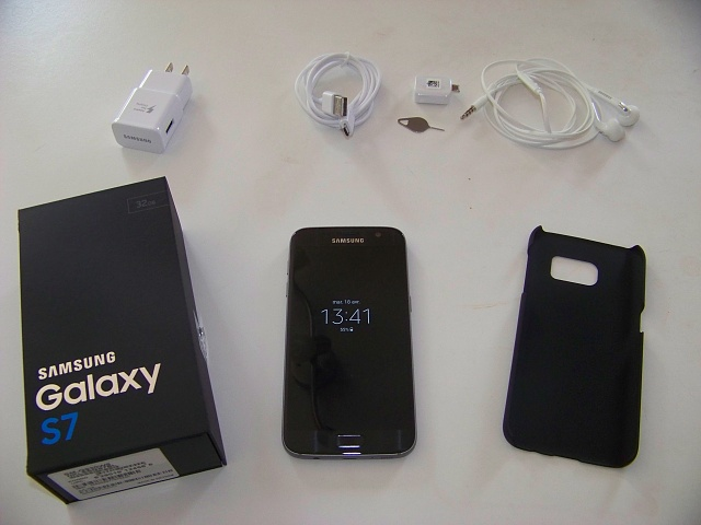 Black Samsung Galaxy S7 almost new (only 1 month old) !-100_2842.jpg