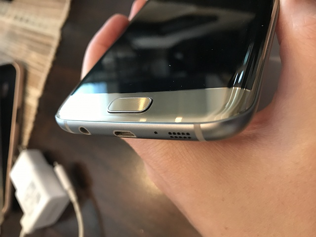AT&T Samsung Galaxy S7 Edge *GOLD* w/Samsung GEAR VR and tons of cases-img_1963.jpg