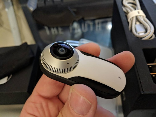Fine Essential Phone with 360 Cam and Cases - white-img_20180608_090136.jpg