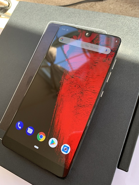 Lightly used Essential phone in good condition-screenon.jpg