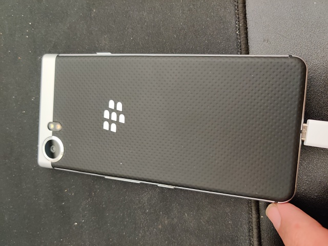 Good condition BlackBerry KeyOne with rare case-img_20190812_134043.jpg