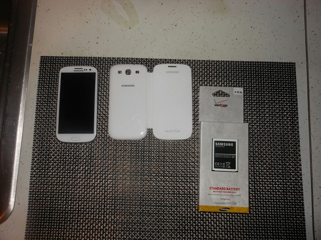 Verizon White Samsung Galaxy S3 32GB-uploadfromtaptalk1354140097315.jpg
