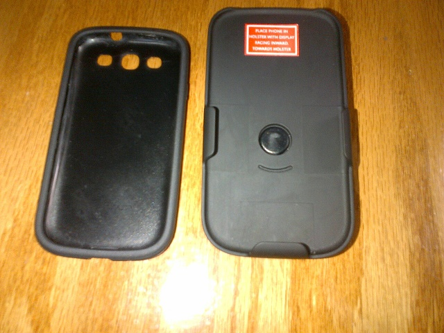 Used/Like New Samsung Galaxy SIII with Case/Holster Combo-img-20130418-00066.jpg