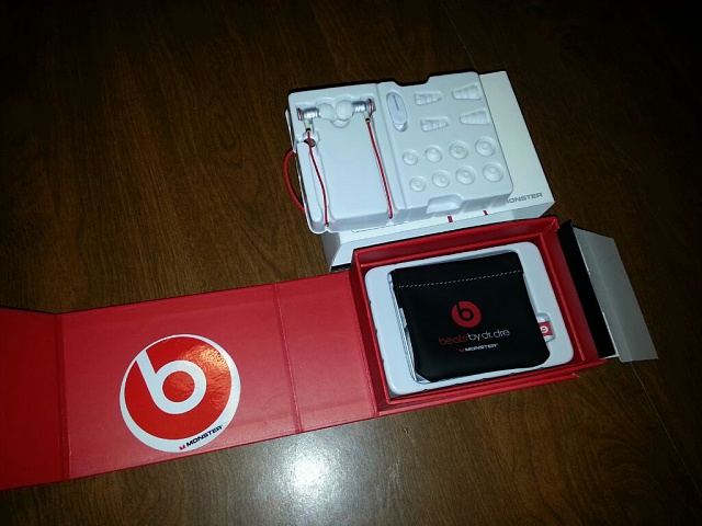 HTC Compatible Beats By dre Earbuds.-uploadfromtaptalk1366914001372.jpg