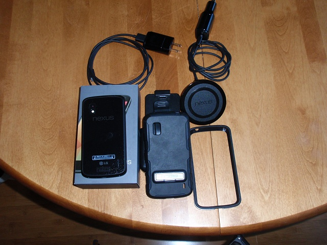 Nexus 4 8GB with Wireless Charger & Case-pb230042.jpg