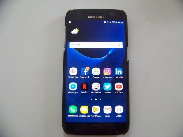 Black Samsung Galaxy S7 almost new (only 1 month old) !-100_2858.jpg