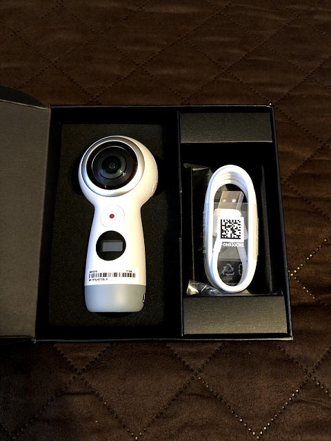 Samsung Note 8 Accessories (Gear 360, wireless charger, etc.)-img_0051.jpg