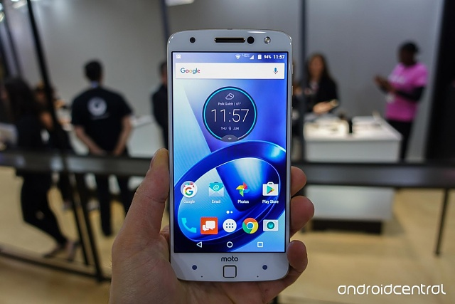 Confessions of a Motorola Fangirl: The Honeymoon is Over-moto-z-hands-4.jpg