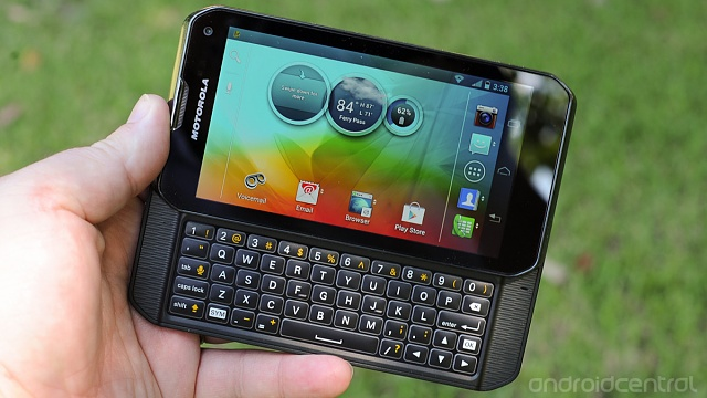 Modular connection allows for the return of physical keyboards?-motorola-photon-q-13.jpg