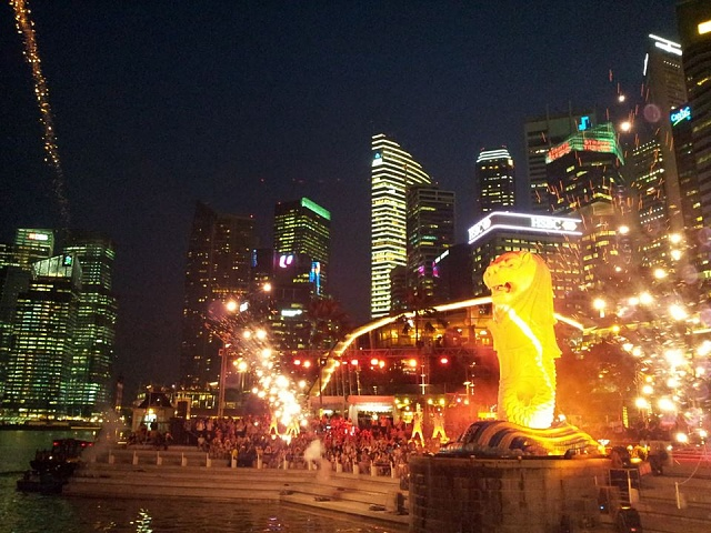 Weekly Photo Contest: Night-merlion.jpg