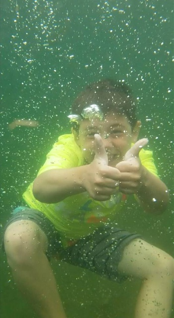 Has anyone put their phone underwater and taken pictures or video?-smartselect_20191014-201326_photos.jpeg