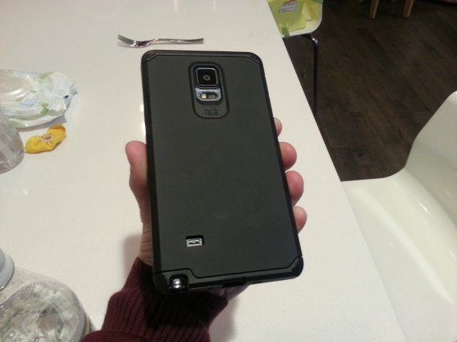 I found a good cheap rugged case that fits all carriers (VZN) and is free of bad branding.-camerazoom-20141122162936899.jpg