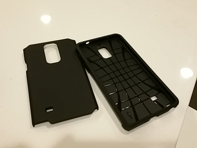 I found a good cheap rugged case that fits all carriers (VZN) and is free of bad branding.-camerazoom-20141122194308279.jpg